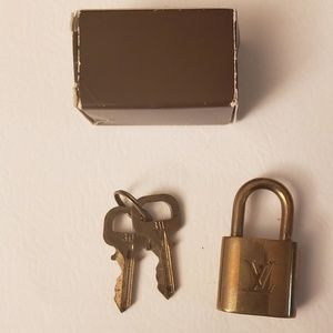 LV LOCK AND KEYS